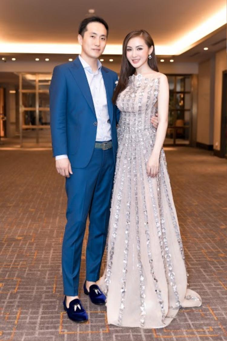 Kelly Nguyễn bất ngờ công khi bạn trai doanh nhân người Hàn Quốc trong một sự kiện.