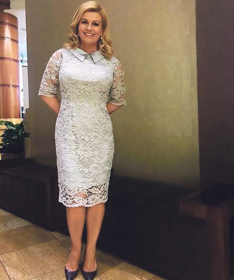 Nữ tổng thống khá ưu ái các dạng váy ren với độ dài qua gối với độ ôm vừa vặn cơ thể bà.