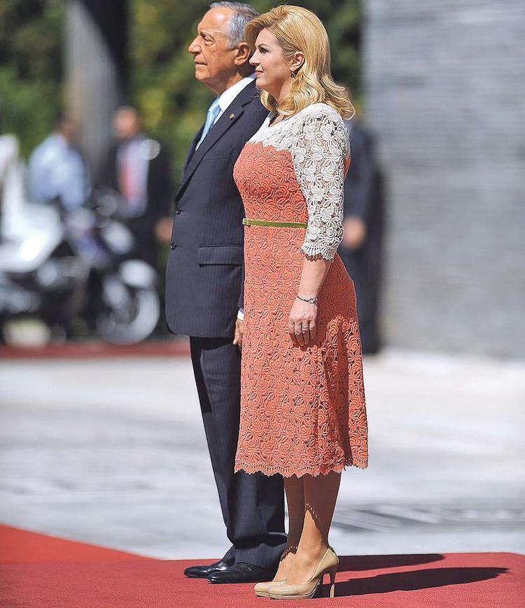 """Các thiết kế đầm của """"nữ tướng"""" Kolinda dù rất lịch sự nhưng không hề đơn điệu, cứng nhắc."""