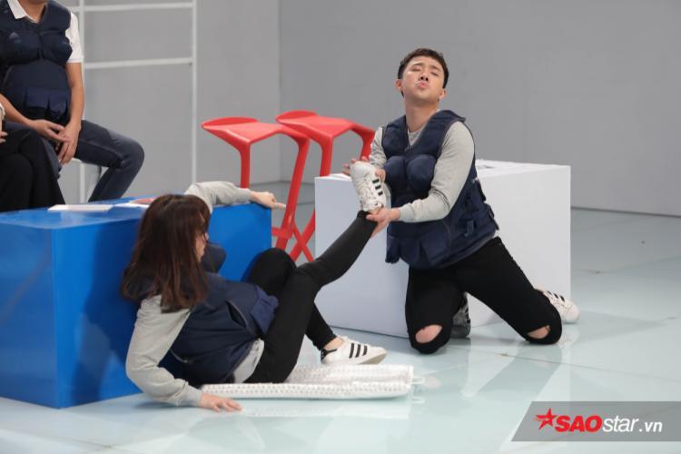 Kỳ Duyên la thất thanh, Hari Won  Hương Giang bấn loạn vì đến kỳ sinh nở?