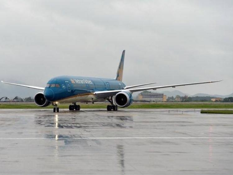 Nhiều hãng hàng không huỷ, điều chỉnh chuyến bay do ảnh hưởng của bão