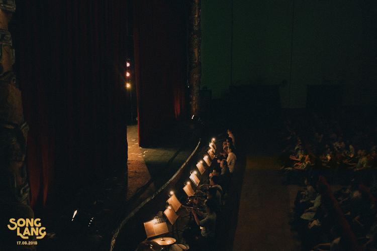 Bối cảnh rạp hát và trang phục cải lương những năm 80 có là bài toán khó cho phim Song Lang?