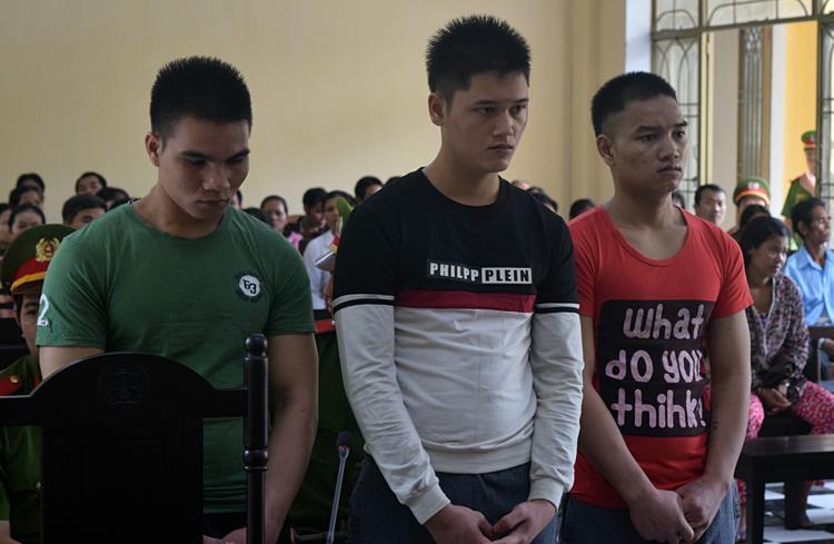 3 bị cáo Mượng, Bàng, Bổng (từ trái sang) tại phiên xét xử.