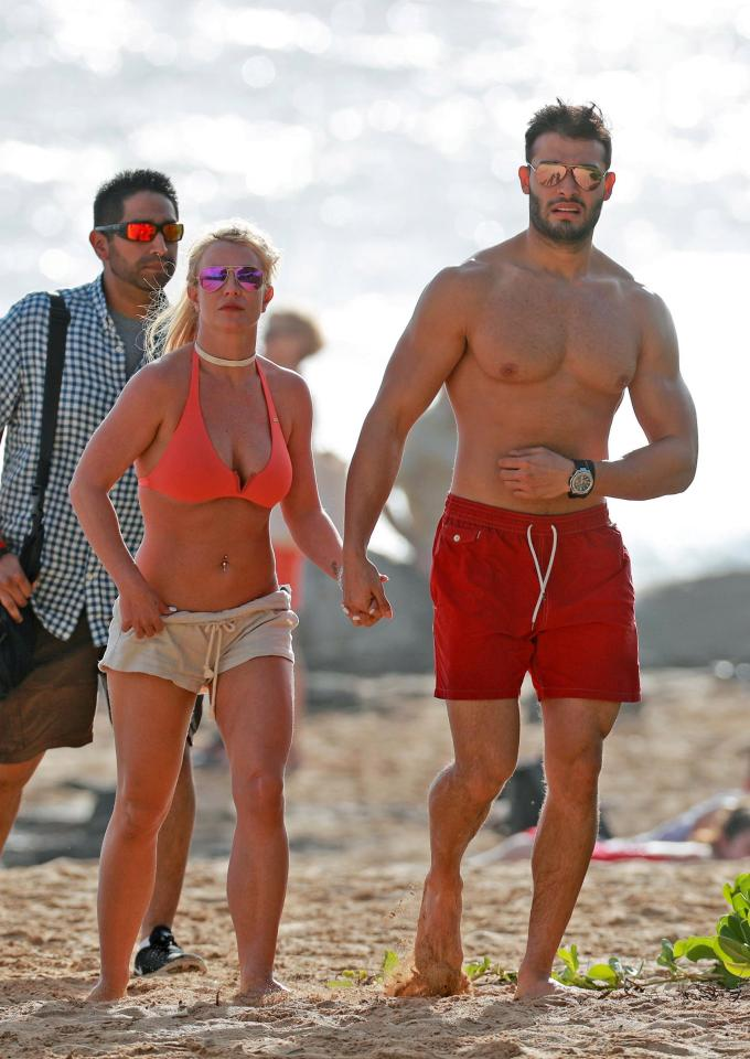 Việc giảm cân không chỉ giúp Sam Asghari có ngoại hình cường tráng mà còn mang đến cho anh những cơ hội tuyệt vời. Sam trở thành huấn luyện viên thể dục, người mẫu và diễn viên. Năm 2016, anh được mời đóng video ca nhạc Slumber Party của Britney Spears.