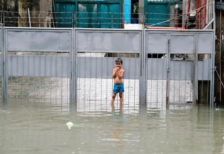 Theo Rappler, do mưa lớn sẽ kéo dài trong nhiều ngày tới, người dân Philippines cũng được cảnh báo đề phòng lũ quét và sạt lở đất. Ảnh: Reuters