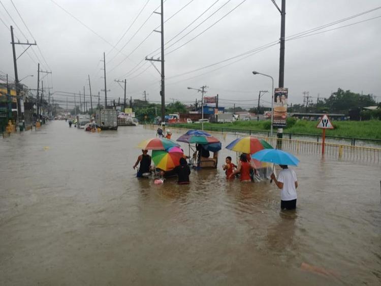 Hiện tại, chính quyền địa phương đã sơ tán những hộ dân sống dọc bên sông, để đảm bảo an toàn. Ảnh: Philstar