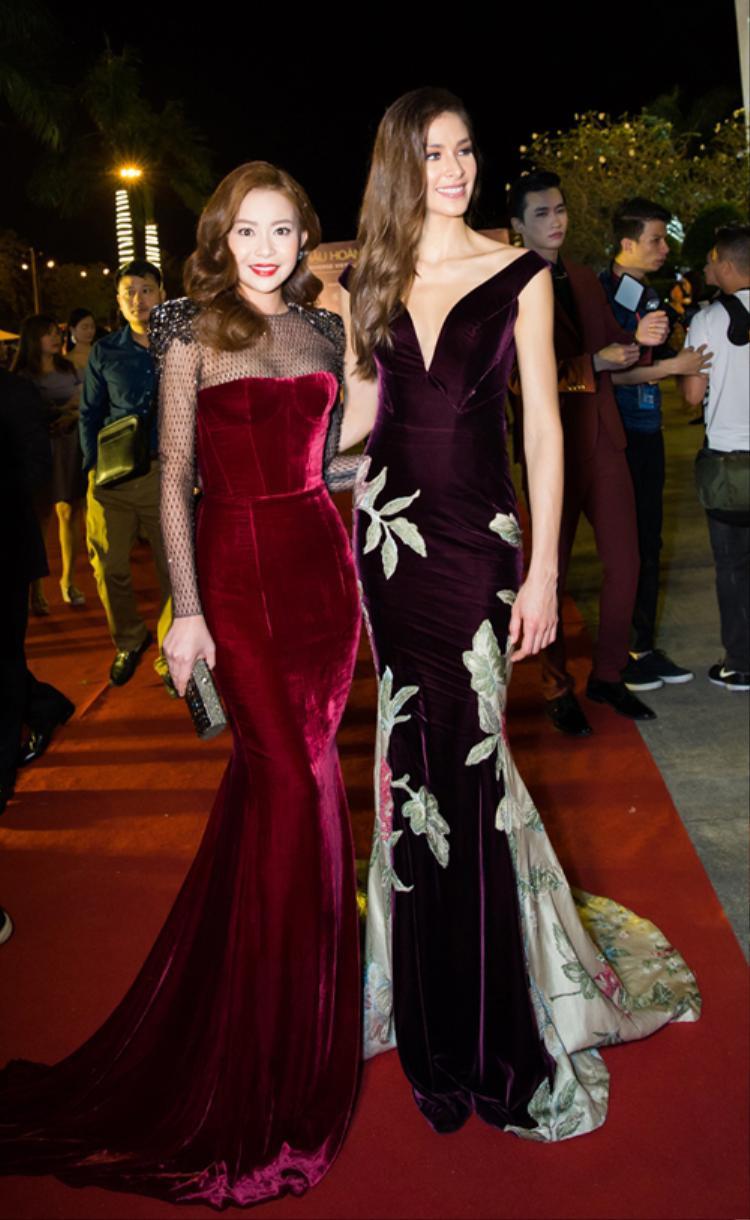 Hoa hậu Hải Dương và cựu Hoa hậu Hoàn vũ Thế giới 2008 nổi bật trong sắc tím trong một sự kiện đầu năm 2018.
