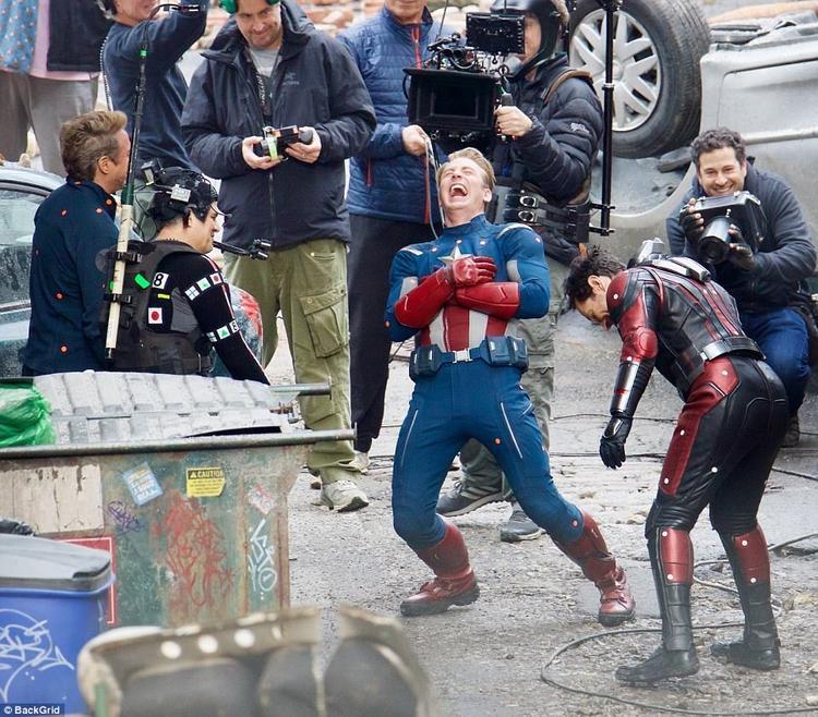"""Những hình ảnh được cho là hậu trường của """"Avengers 4"""" được chia sẻ tràn lan trên mạng xã hội."""