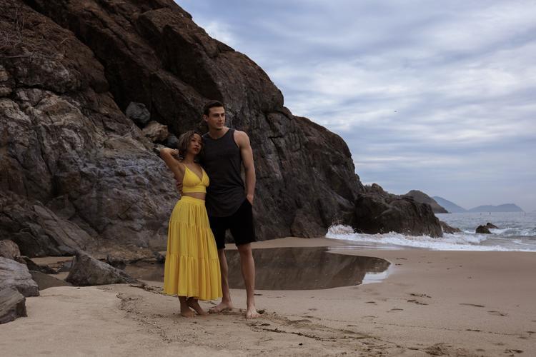 Vì khá thân thiết với nhau ngoài đời nên cả Thảo Trang lẫn Paulo đều kết hợp rất ăn ý trong tất cả các cảnh quay chứ không hề cảm thấy bỡ ngỡ, ngại ngùng.