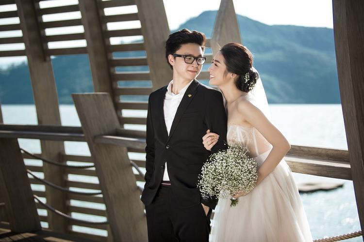 Vị hôn phu của Tú Anh tên Gia Lộc, anh đang làm việc trong ngành xây dựng.