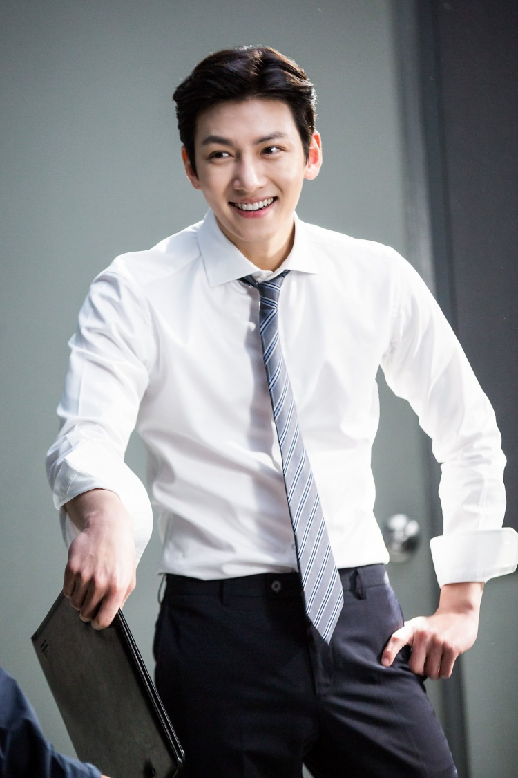 Không chỉ điển trai thôi đâu, Ji Chang Wook còn sở hữu nụ cười tỏa nắng đáng yêu hết phần người khác thế này đây.