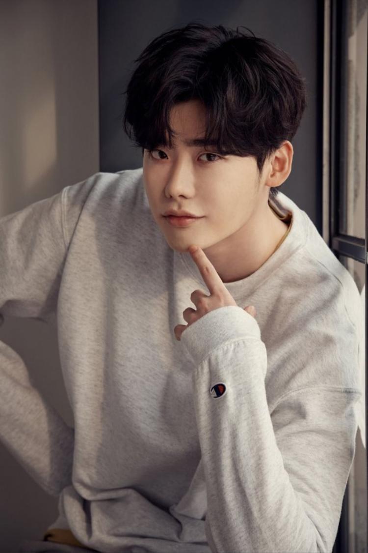 """Bao nhiêu năm qua, Lee Joong Suk vẫn là gương mặt """"đình đám"""" xứ sở Kim Chi với lượng fan đông đảo."""