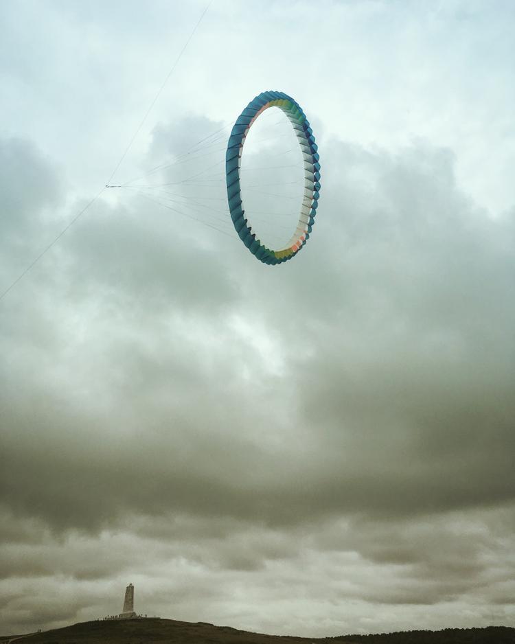 """Giải nhất Hạng mục Khác - """"Sky Portal"""": Tôi chụp hình ảnh này ở lễ hội diều Annual Wright lần thứ 39 nơi rất nhiều diều được thả trong ngày đầy mây. Chụp bằng iPhone SE. (Amy Nelson)"""