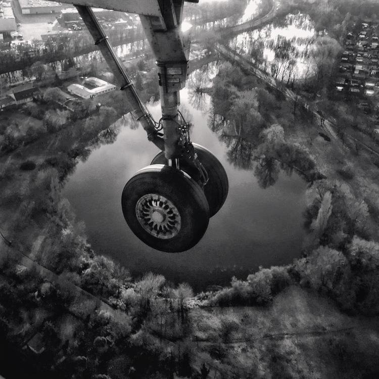 """Giải ba Hạng mục Khác - """"Landing"""": Chụp bằng iPhone SE. (Magda Lates)"""