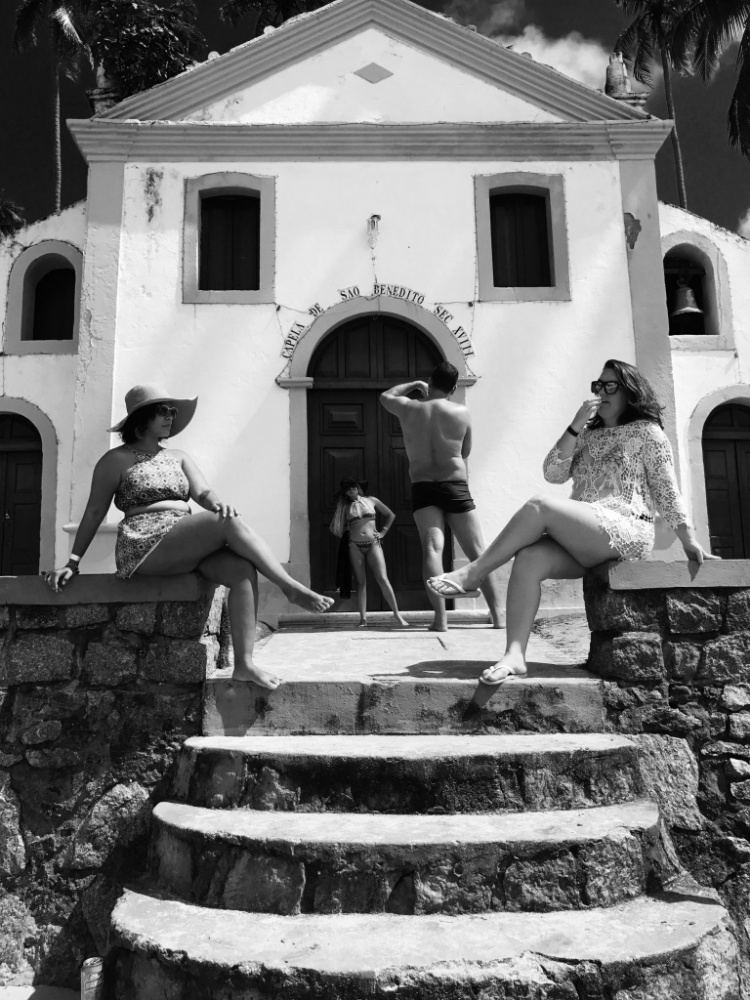 """Giải nhất Con người - """"Posers"""": Du khách Brazil chụp hình tại một điểm du lịch. Chụp bằng iPhone 7 Plus. (Jonas Wyssen)"""