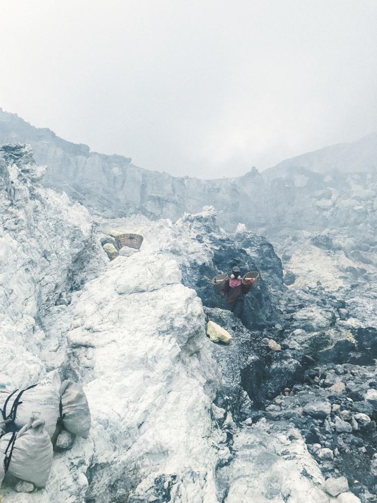 """Giải ba Hạng mục Series - """"Sulphur Miners"""": Chụp bằng iPhone 7 Plus. (Chen Lin)"""