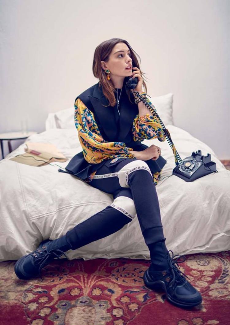 Trước đó, Anne Hathaway cũng từng bày tỏ mong muốn tham gia đóng kịch của William Shakespeare. Thật là một mối duyên thú vị nhỉ!
