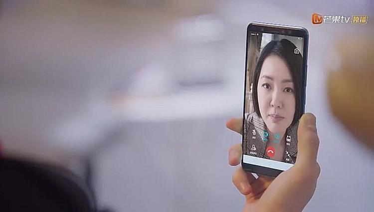 Chị Trang báo cho A Tự biết rằng mẹ anh sắp trở về Thượng Hải vào đúng dịp sinh nhật anh.
