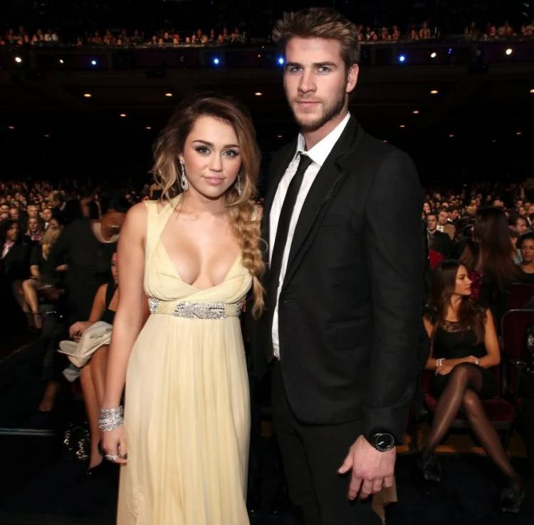 Tháng 12/2011: Liam và Miley chính thức tái hợp.