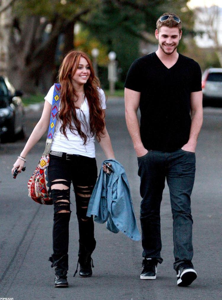 Tháng 8/2010: Liam và Miley tuyên bố chia tay vì quá bận rộn với lịch làm việc dày đặc.