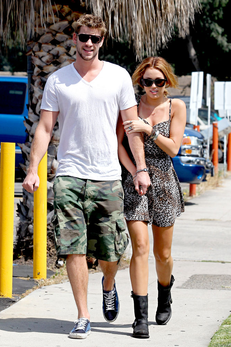 Tháng 11/2010: Cặp đôi chia tay lần 2.
