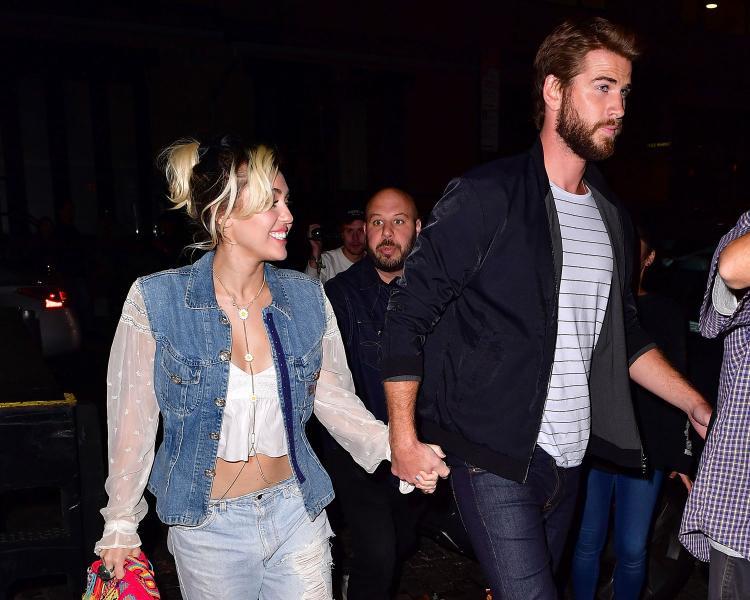 Tháng 5/2017: Miley sáng tác ca khúc Malibu, tên địa danh cô đang chung sống cùng hôn phu. Nữ ca sĩ cũng chia sẻ bài hát này lấy cảm hứng từ chính chuyện tình của hai người.