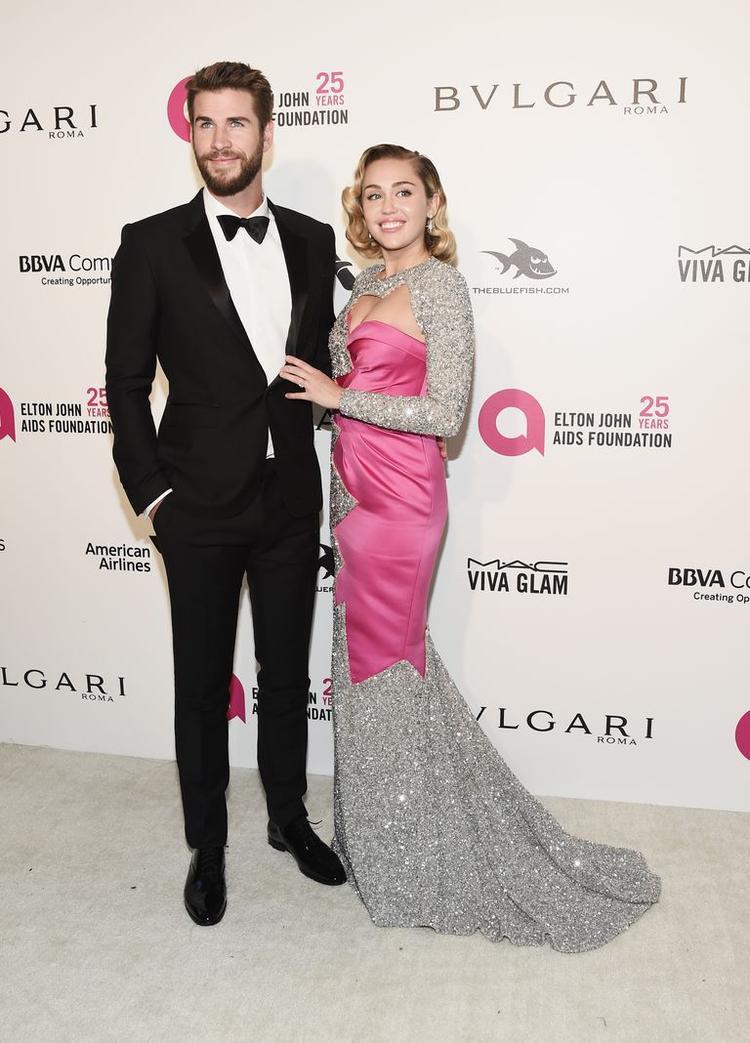 Tháng 3/2018: Liam và Miley tình tứ xuất hiện tại thảm đỏbuổi tiệc thường niên của ca sĩ Elton John. Từ khi tái hợp vào năm 2015, đây là một trong số những lần hiếm hoi cặp đôi xuất hiện tại sự kiện cùng nhau.
