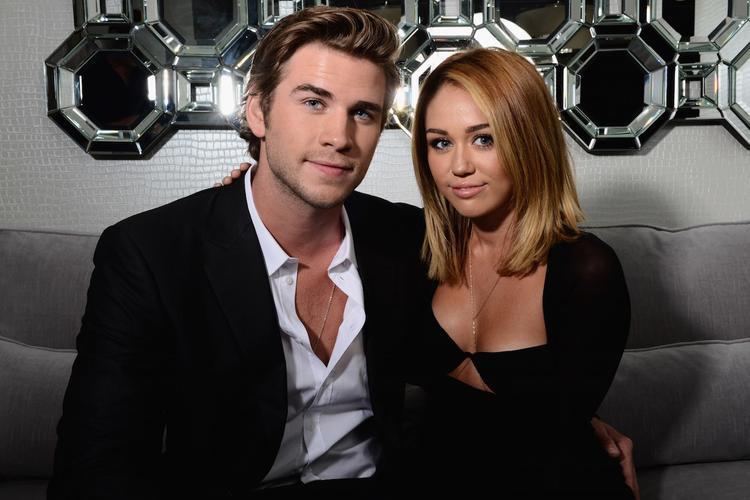 Tháng 10/2016: Miley xác nhận cả hai đã đính hôn lần 2 trong một cuộc phỏng vấn.