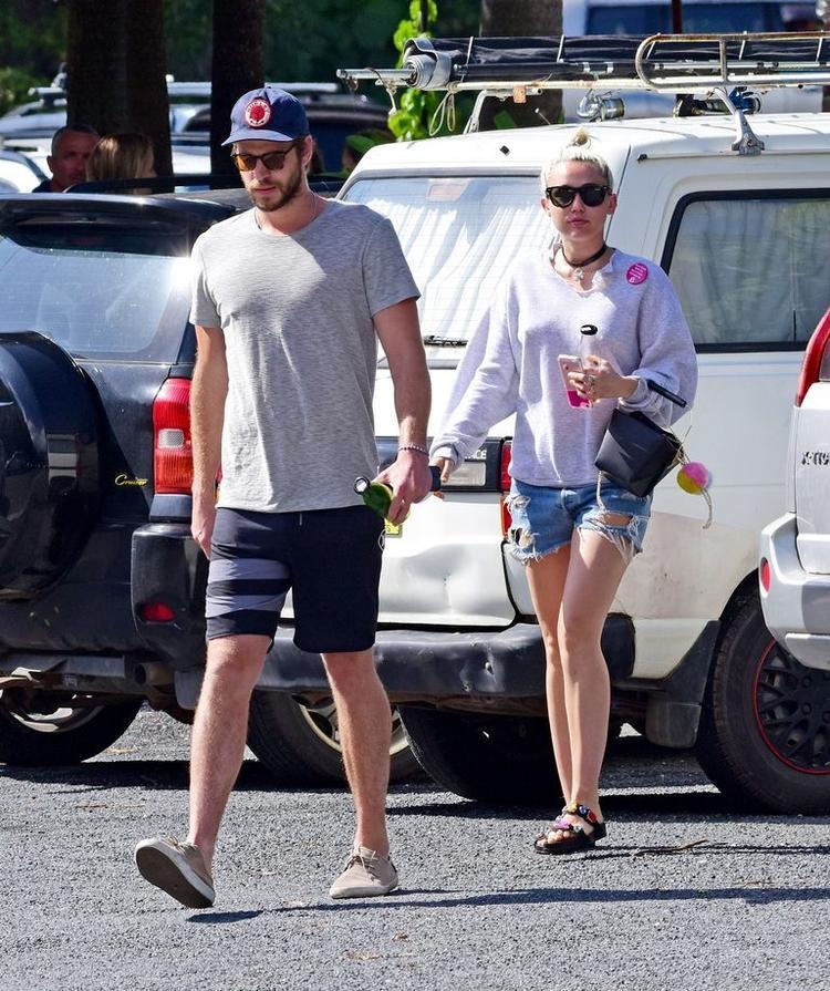 Tháng 4/2016: Cặp đôi ra ngoài ăn trưa sau khi tái hợp. Lúc này Miley đã chuyển đến ở cùng với Liam tại Malibu.