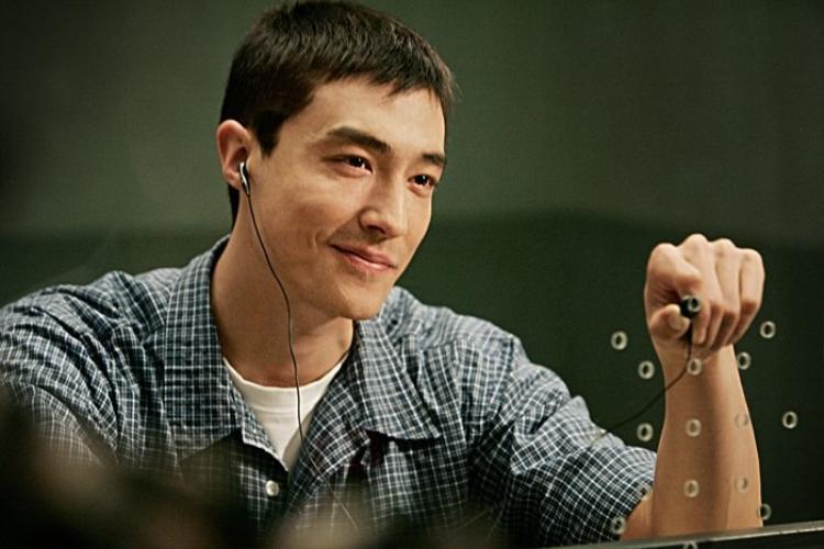 Khoe ảnh tuổi đôi mươi, tài tử Daniel Henney gây shock vì giống hệt Lee Min Ho