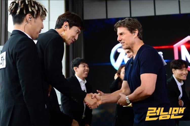 Tom Cruise cười như hái được mùa khi gặp mặt Yoo Jae Suk và các thành viên Running Man