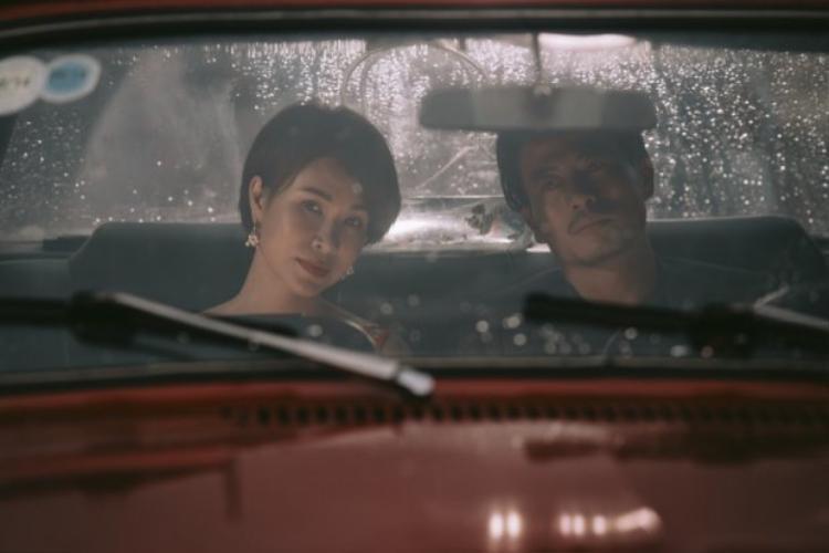 Hành trình của đôi tình nhân mang đầy cảm xúc của sự ngột ngạt và cái kết buồn được Uyên Linh đem tới trong MV Đại lộ tan vỡ.