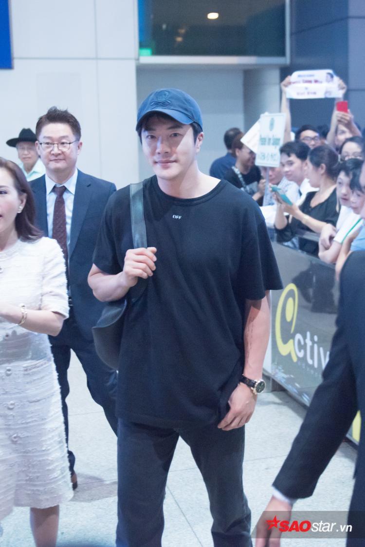 Dù 42 tuổi, Kwon Sang Woo vẫn vô cùng trẻ trung và phong độ.