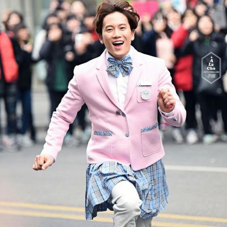 """Trong """"Kill Me Heal Me"""", Ji Sung vào vai Cha Do Hyun, một người có 7 tính cách. Ahn Yo Na, nữ sinh 17 tuổi, là một trong 7 tính cách của Cha Do Hyun."""