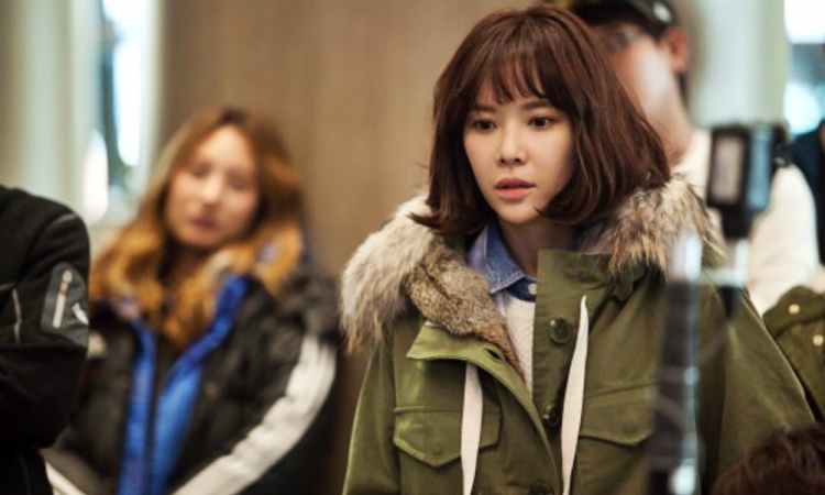 """Park Seo Joon hợp tác với Hwang Jung Eum qua hai bộ phim """"Kill Me Heal Me"""" và """"She Was Pretty"""". Trong """"Kill Me Heal Me"""", anh cảm nắng cô nhưng không nhận được tình cảm, vì trái tim của Jung Eum đã dành trọn cho chàng trai khác."""