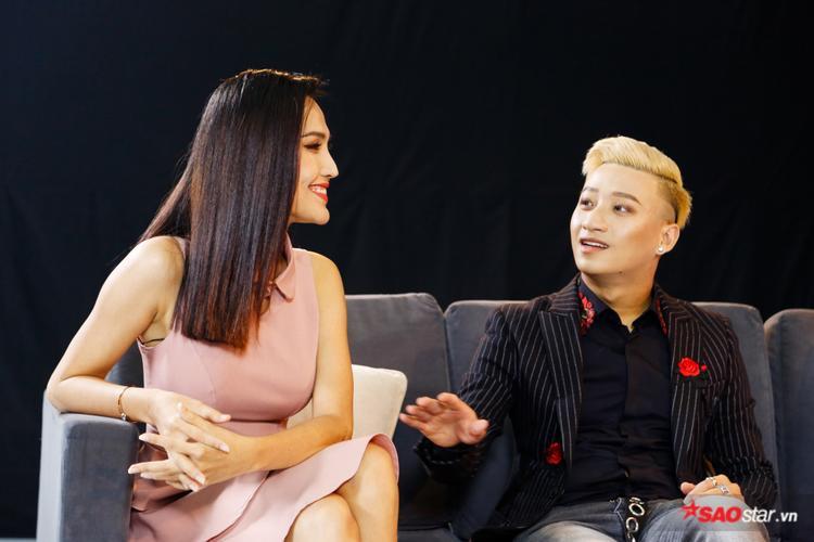 Adam Lâm đứng hình khi bất ngờ bị fan nữ hỏi về chuyện lấy vợ và sinh con