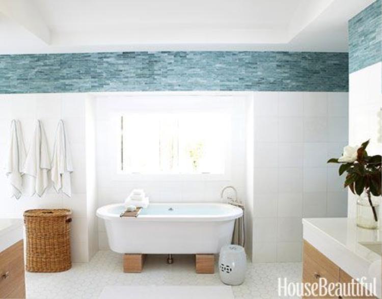Chỉ một đường viền trên tường nhà xanh ngọc cũng giúp đem tới cho bạn cảm giác thư giãn như đang ở trong một spa.
