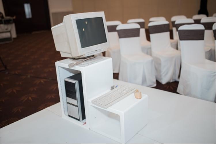 """Chiếc máy tính """"hư lên hư xuống"""" đầu tiên của Sơn Tùng."""