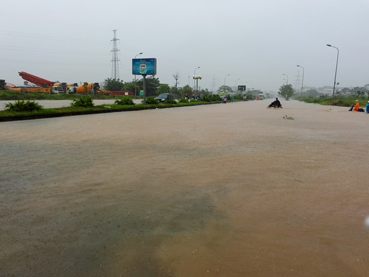 Tuyến đường qua cầu vượt Yên Nghĩa.