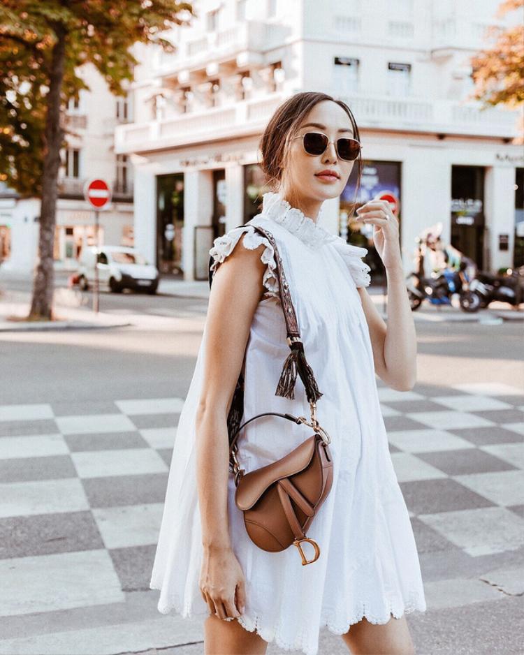 Ngoài sao Việt, item hình yên ngựa này cũng nhận được vô số sự yêu thích từ các fashionista thế giới.