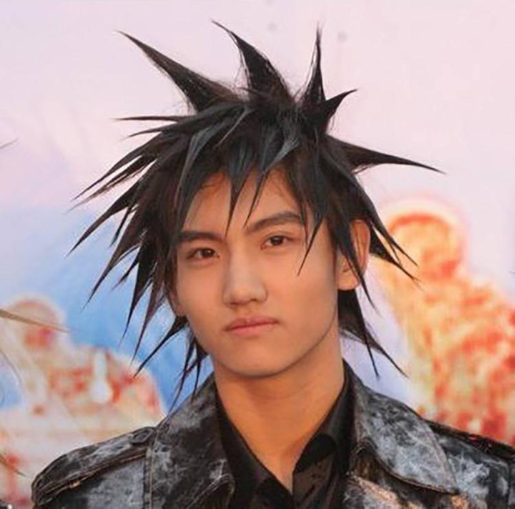 Mái tóc đầu nhím ấn tượng một thời của Changmin.