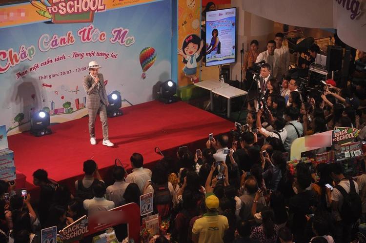 Thanh Duy Idol tiết lộ học lỏm bí kíp thả thính với fan nhờ đọc sách