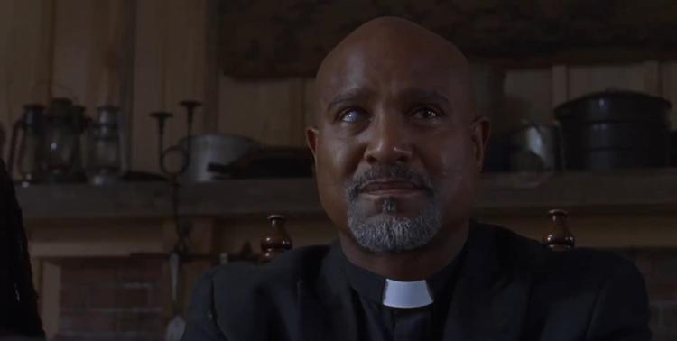 Cha Gabriel Stokes cũng trở lại và đang trò chuyện cùng nhóm của Magna.