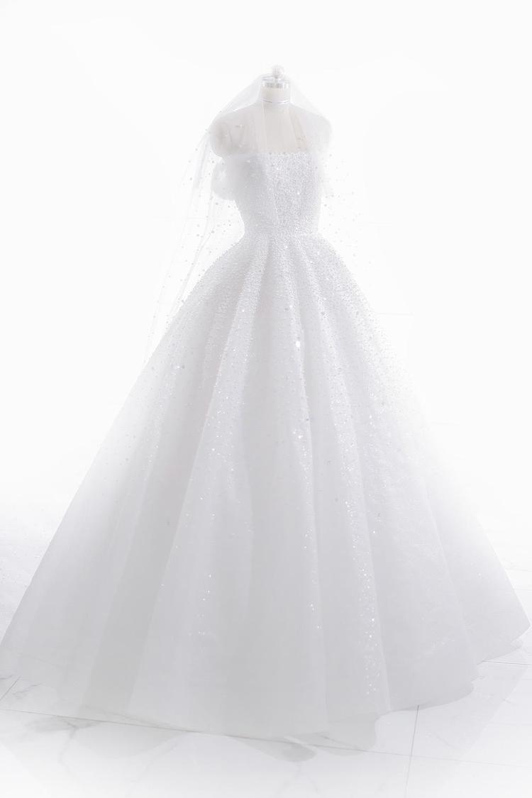 Tiết lộ điều ít ai biết về váy và áo dài cưới quá lung linh xuất sắc của á hậu Tú Anh