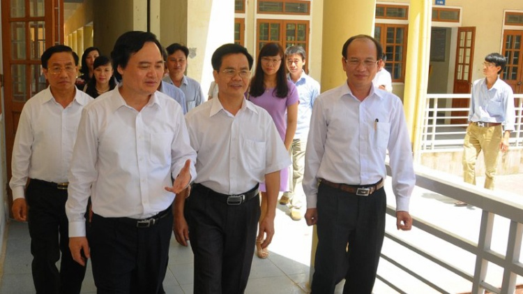 Bộ trưởng bộ GD&ĐT Phùng Xuân Nhạ đã ký công văn yêu cầu 63 tỉnh thành rà soát lại điểm thi THPT Quốc gia 2018. Ảnh: Người đưa tin.