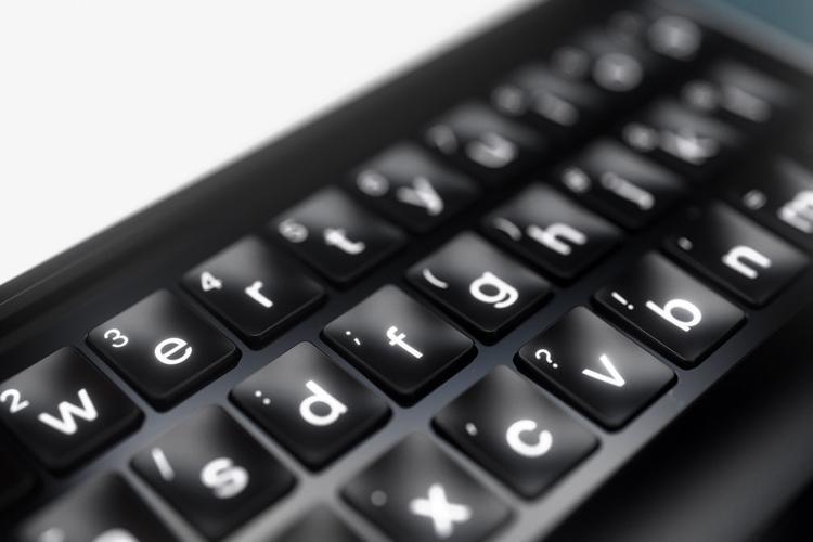 Cận cảnh phần bàn phím vật lý.