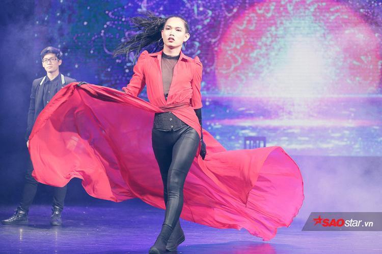 Nguyễn Lâm Hoàng Hiếu Trung - dancer từng gây sốt với phần trình diễn dù chân bị chấn thương, chống nạng tái xuất đầy mạnh mẽ