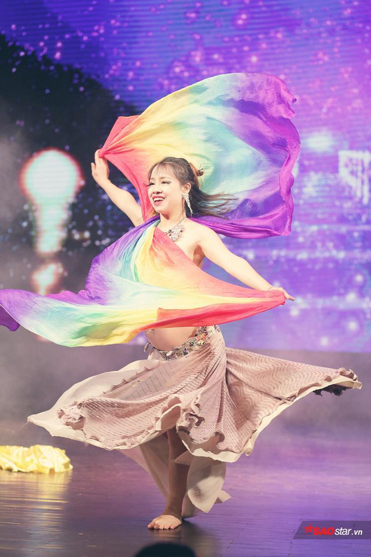 Vũ công Đào Hà từng giành chức vô địch nội dung cá nhân tại giải đấu Vietnam Unlimited Belly Dance 2016, qua đó khẳng định tài năng của mình với cộng đồng múa bụng chuyên và không chuyên tại Việt Nam.