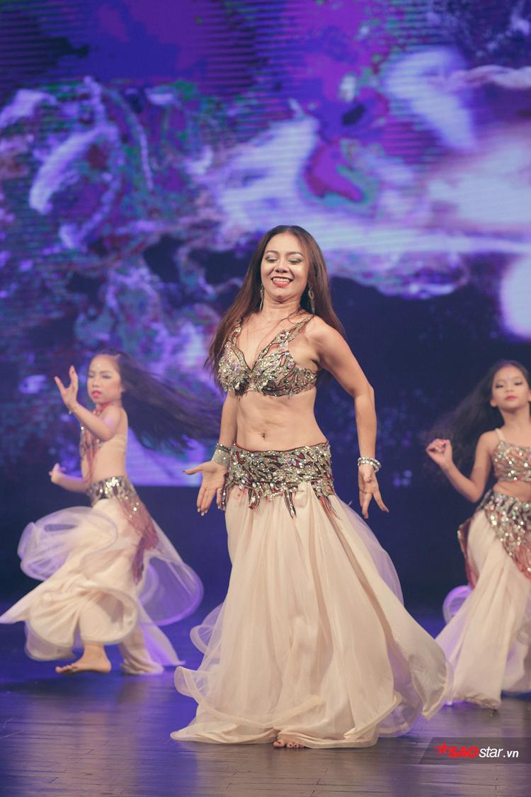 Đỗ Hồng Hạnh luôn tìm ra cho mình những cách thể hiện mới mẻ và ấn tượng cho bộ môn Belly Dance vốn đã vô cùng hấp dẫn.
