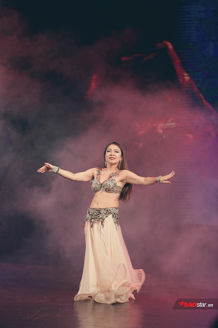 Sau khi gặt hái rất nhiều giải thưởng, vũ công Đỗ Hồng Hạnh dần nhường sân đấu cho các thế hệ kế tiếp và dành thời gian cho công tác huấn luyện cũng như làm giám khảo các cuộc thi Belly Dance trong và ngoài nước.